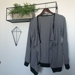 Tops - 🌱3 for 24$ Black & white long sleeve !